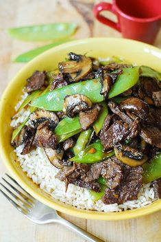Asian Beef with Mushrooms & Snow Peas in a homemade Asian sauce delish and easy-to-make! Tender mushrooms crisp snow peas and thinly sliced sirloin steak strips sautéed in garlic. Meat Recipes, Asian Recipes, Cooking Recipes, Healthy Recipes, Lunch Recipes, Healthy Cooking, Recipies, Beef Dishes, Food Dishes