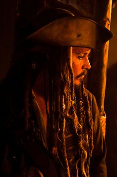 Johnny Depp as Jack Sparrow in Pirates of the Carribean Johnny Depp, Here's Johnny, Captain Jack Sparrow, Jake Sparrow, On Stranger Tides, Posing Tips, Pirate Life, Pirates Of The Caribbean, Best Actor