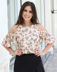 Ideas for moda de blusas elegantes 2019 Blouse Styles, Blouse Designs, Summer Outfits, Cute Outfits, Corsage, Designer Wear, Casual Wear, Ideias Fashion, Fashion Dresses