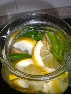 Das GIMZ Wasser regt die Verdauung an und fördert den Fettabbau. GIMZ heißt- Gurke- Ingwer- Minze- Zitrone Dafür braucht man : – 1 Liter Wasser – 1/2 mittelgroße Gurke, geschält und in dünne Scheiben geschnitten – 1 unbehandelte Bio Zitrone, in dünne Scheiben geschnitten – Ingwer ca. 3 cm dünne Scheiben schneiden – 12 frische Minzblätter Die Zutaten GIMZ gibt man abwechselnd in den Krug und füllt mit Wasser auf.. Über Nacht in den Kühlschrank stellen damit sich die Aromen entfalten können…