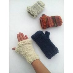 "Jetzt auch auf Deutsch erhältlich! German version is now available!These super quick mitts are thick and cozy and unisex. 7.5"" and 8"" palm circumference works equally for larger hands and ends up being cozy-chunky for smaller hands. Best of all? They take virtually no time to make, they are about 30 rounds start to finish ( under 2 hours for a pair!) why not make some for everyone in your family? You can even knock out a pair in the car on the way to the holiday gathering at your aunt's…"