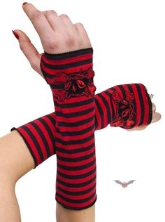 Queen of Darkness - Striped Armwarmers with Kitty & Crossbones