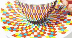 Estas tazas de té con espejo. | 24 increíblemente ingeniosos productos que hacen la comida más entretenida