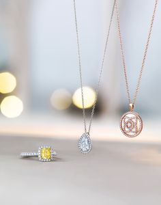 #Stilllife #photography #jewellery #luxury #fashion #accessories #composition #objects #design #silver #rosegold #gold#debeers #photo #diamonds #necklace #mirror #reflection Jewelry Ads, Photo Jewelry, John Bennett, Still Life Photographers, Gold Background, Jewelry Photography, Vr, Jewerly, Thailand