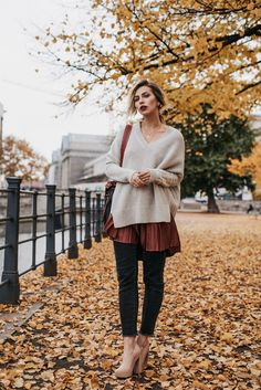 Herbstrot | Fashion Blog from Germany. Ivory sweater+burgundy skirt+black denim+nude pumps+bugundy and black shoulder bag+golden necklace. Fall Casual Outfit 2016