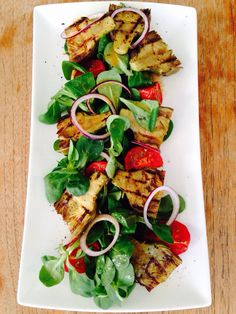 Grilled artichoke salad with sun dried tomatoes. Vegetarian - artisjok -vega