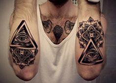 Conheça a história e o significado completo das tatuagens do Olho que tudo Vê no blog Tattoo Tatuagem. Acesse e Confira!