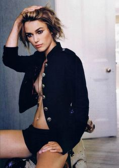 Keira Knightley (I gotta thing for English girls with awesome English accent is so Exotic to me. Keira is just incrediblely Beautiful. Elizabeth Swann, Keira Knightley Pirates, Keira Christina Knightley, Oliver Twist, Beckham, Film Pirates, Selena Gomez, Stars Nues, Cinema Actress