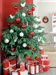 Bold red and white ornaments adorn this traditional tree. More red holiday decor: http://www.bhg.com/christmas/indoor-decorating/decorating-in-red-and-white/?socsrc=bhgpin112612redtree#page=3