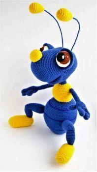 Amigurumi-Tiere Amigurumi Ameise 2 Bichinhos Amigurumi Source by cyilianah Crochet Animal Patterns, Stuffed Animal Patterns, Crochet Patterns Amigurumi, Crochet Dolls, Cute Crochet, Crochet Crafts, Crochet Projects, Crochet Baby, Simple Crochet