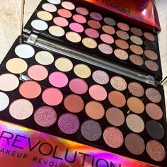 """""""Obsessed With This #Flawlees4 Eyeshadow Palette. The Colours Are So Pigmented And Blendable"""" Do You Like It ? Shop now at: www.a4b.gr ______________________________________________ #allforbeauty #a4bgr #a4bproducts #revolution #makeup #eyeshadows #earth #palette #colours #womans #beauty #skin #face #colorful #gift #like #like4like #tagsforlikes #follow4follow"""