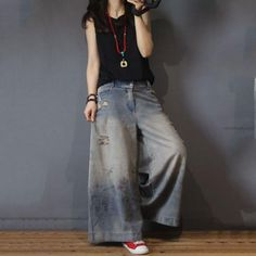 Buy Vintage Printed Distressed Jeans Fashion Wide Leg Jeans in Jeans online shop, Morimiss offers Jeans to make you feel comfortable Ripped Knee Jeans, Ripped Jeggings, Cropped Wide Leg Jeans, Wide Leg Pants, Harem Jeans, Black Jeans, Baggy Jeans For Women, Trendy Swimwear, Boyfriend Jeans