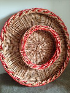 Пасхальный поднос. Плетение из бумажной лозы