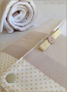 Image of Sur commande: tapis à langer nomade personnalisé