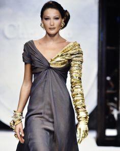 Carla Bruni au défilé Dior haute couture automne-hiver 1992-1993