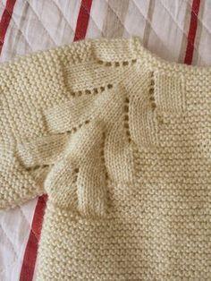 ideas for crochet poncho bebe layette Crochet Baby Cardigan, Baby Girl Crochet, Knit Crochet, Knitting For Kids, Easy Knitting, Baby Knitting Patterns, Tricot Baby, Baby Romper Pattern, Knitting Accessories