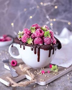 mugcake tassenkuchen - Famous Last Words Easy Meals For Kids, Fun Snacks For Kids, Cupcakes, Cupcake Cupcake, Muffin Cupcake, Chocolate Dipped Fruit, Delicious Desserts, Yummy Food, Tumblr Food