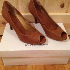 Vintage caramel size 6 Jana pump Bought for a wedding worn once. Gorgeous caramel colour open toe pump. Banana Republic Shoes