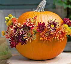 Zucca decorata con fiori
