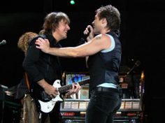 Love when Richie and Jon interact on stage.