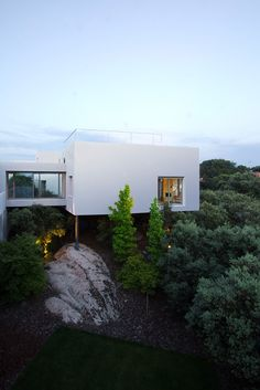 Incredible use of modern materials to create a house that doesn't need to raze the land flat for a stable foundation
