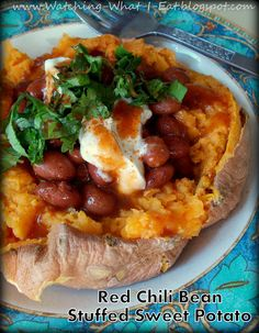 Watching What I Eat: Red Chili Bean Stuffed Sweet Potato ~ Just in time for Mardi Gras ~ Meatless Monday Lacto Vegetarian Recipe, Clean Eating Recipes, Healthy Eating, Meat Recipes, Healthy Recipes, Healthy Foods, No Bean Chili, Red Chili, Meatless Monday