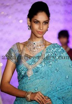 Jewellery Designs: Dazzling Diamond Jewelry at Fashion Show