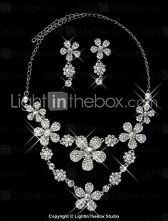 Glitter and glamour necklace in flowerstyle