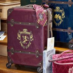 Our Hard-Sided Carry-On Spinner is the ultimate travel must-have and comes in four house-themed designs. Its standard-size, in-line wheels and durable outer shell means this Wizarding World-inspired suitcase … Harry Potter Bag, Harry Potter Decor, Harry Potter Universal, Rucksack Bag, Duffle Bags, Tote Bags, Teen Luggage, Hogwarts, Pink Mossy Oak