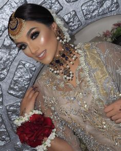Pakistani Wedding Hairstyles, Pakistani Bridal Makeup, Pakistani Fashion Party Wear, Indian Bridal Outfits, Indian Bridal Fashion, Asian Wedding Makeup, Bridal Makeup Looks, Bridal Looks, Bridal Style