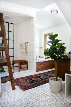 An insanely gorgeous modern vintage bathroom makeover Modern Vintage Bathroom, Modern Farmhouse Bathroom, Modern Vintage Decor, Farmhouse Decor, Bathroom Interior Design, Decor Interior Design, Interior Doors, Furniture Decor, Modern Furniture