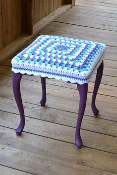 love this idea - esp the colours Shabby Chic Stool 17 high with Granny Square Crochet Cover Purple Upcycle Recycle via Etsy Crochet Kitchen, Crochet Home, Crochet Crafts, Crochet Projects, Crochet Motifs, Crochet Squares, Crochet Granny, Granny Squares, Shabby Chic Stool