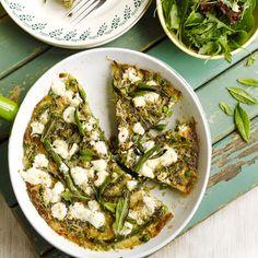 Frittata met zomergroente: sperziebonen (of groene asperges), doperwten, munt en geitenkaas. Jamie Oliver.