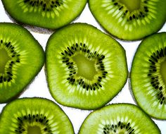 I love it - Kiwi Kiwi Kiwi My Favorite Color, My Favorite Things, Garden Of Earthly Delights, Summer Fruit, Green And Orange, Fruits And Veggies, Fresh Fruit, Food Art, Healthy Lifestyle