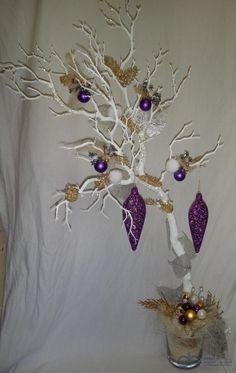 Vánoční dekorace bílá větev + fialové / zlaté přízdoby