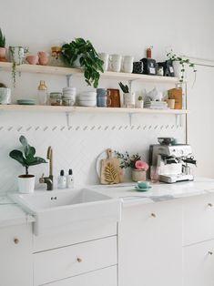 How I Refreshed Our Kitchen Shelves. http://www.katelavie.com/2019/03/shelving-refresh-styling-tips.html Bohemian Kitchen Decor, Deco Cool, Minimal Kitchen, Modern Kitchen Design, Beautiful Kitchens, Kitchen Interior, House Goals, Kitchen Shelves, Kitchen Tiles