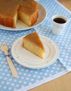 Caramel cake and my bookshelf is back @FoodBlogs