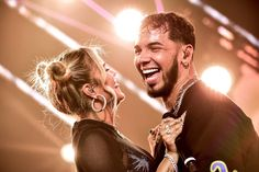Karol G Anuel AA Photos - Anuel AA (L) and Karol G kiss as they perform during the 2019 Billboard Latin Music Awards at the Mandalay Bay Events Center on April 2019 in Las Vegas, Nevada. - 2019 Billboard Latin Music Awards - Show Love Couple, Couple Goals, Anuel Aa Wallpaper, Cute Pictures To Draw, Stupid Images, Emotional Messages, Tumblr Couples, Lauren London, City Boy