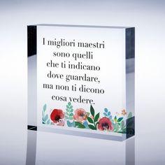 Idea regalo di fine anno scolastico agli insegnanti con frase stampata sul fronte ed immagine sul retro.