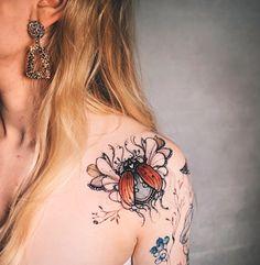 Great Tattoos, Beautiful Tattoos, Body Art Tattoos, Bug Tattoo, Insect Tattoo, Back Tattoo Women, Tattoos For Women, Piercing Tattoo, Piercings