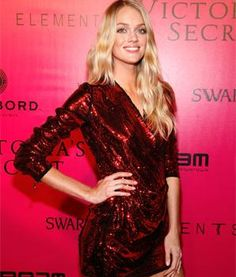 Victoria's Secret model Lindsay Ellingson's home workout for the busy holiday season. All you need is a yoga mat and a ball.