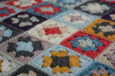 Chunky Granny Squares Blanket - free crochet tutorial videos by Libby Summers.