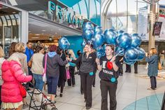 Printed latex balloons on sticks to handout for Primark store opening. Balloons On Sticks, Big Balloons, Printed Balloons, Latex Balloons, Promotional Giveaways, Primark, Entertaining, Store, Prints