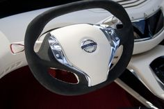 Nissan Ellure Concept Steering Wheel