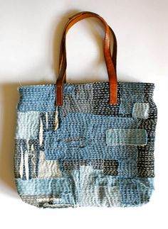 Sashiko Toya Walker - sashiko patchwork scraps bag - Visit the post for more. Japanese Patchwork, Patchwork Bags, Quilted Bag, Japanese Textiles, Patchwork Fabric, Sashiko Embroidery, Japanese Embroidery, Fabric Bags, Fabric Scraps