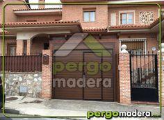 Garaje de Madera en Yuncos (Toledo), con puerta motorizado y acceso lateral.