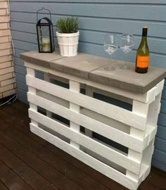 This DIY pallet bar can also double as a prep space.