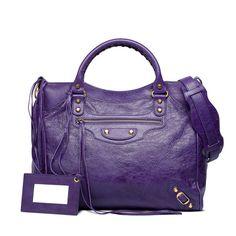 Check out BALENCIAGA CLASSIC GOLD VELO at http://www.balenciaga.eu/en_GB/shop-products/accessories/women/handbags/classic/balenciaga-classic-gold-velo_804835111.html