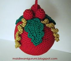 Christmas decoration 2, found on : http://maidireamigurumi.blogspot.nl/2011/12/ancora-esperimenti-per-natale.html No pattern !