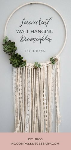 Amazing tutorial, and a cheap home decor project : DIY Succulent Wall Hanging Hoop Dreamcatcher! Amazing tutorial, and a cheap home decor project Mural Floral, Floral Wall, Décor Boho, Boho Diy, Diy Wanddekorationen, Fun Diy, Decor Crafts, Diy Crafts, Diy Home Decor For Apartments